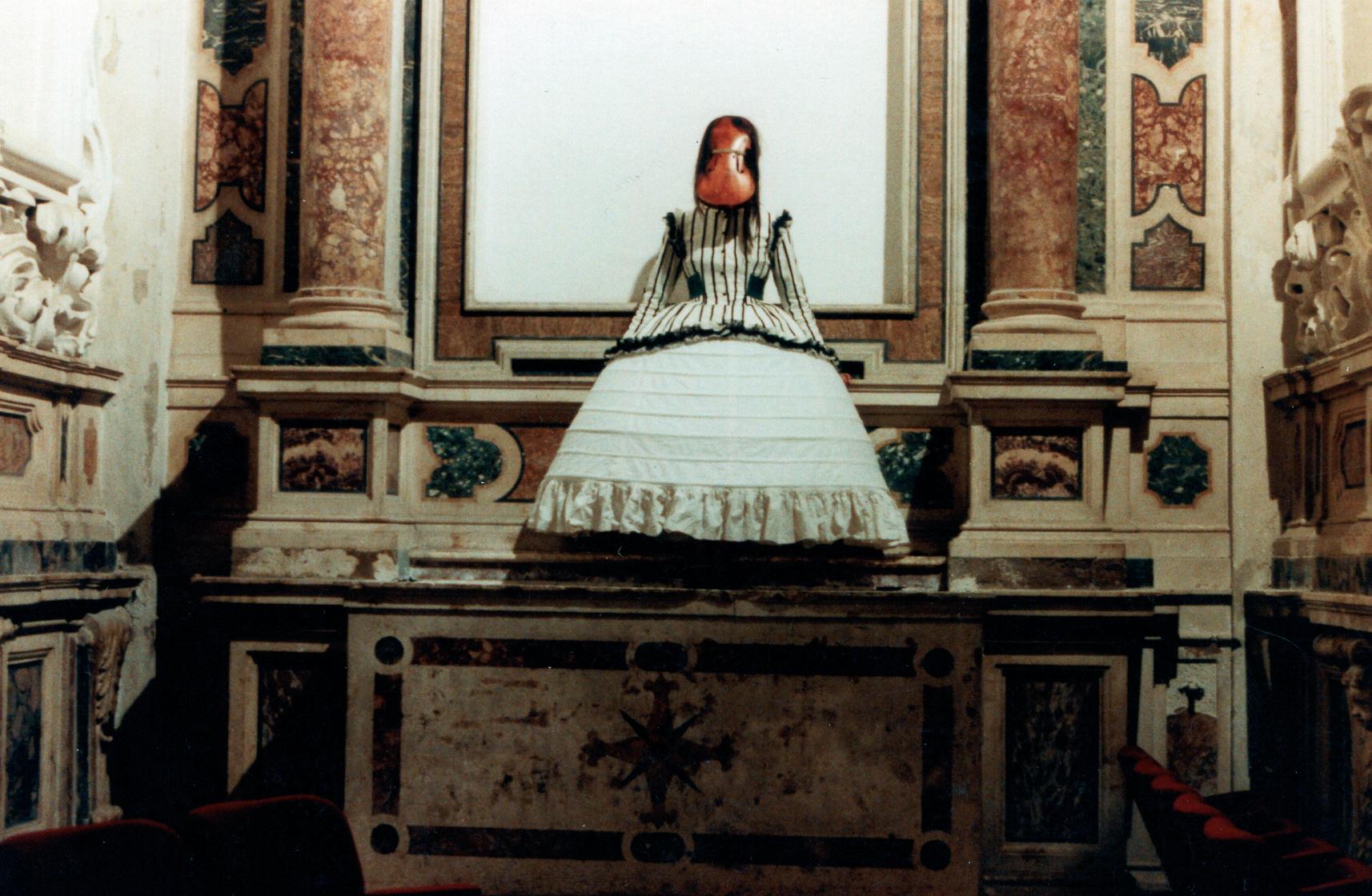 Installazione sull'altare laterale della chiesa di S. Filippo-