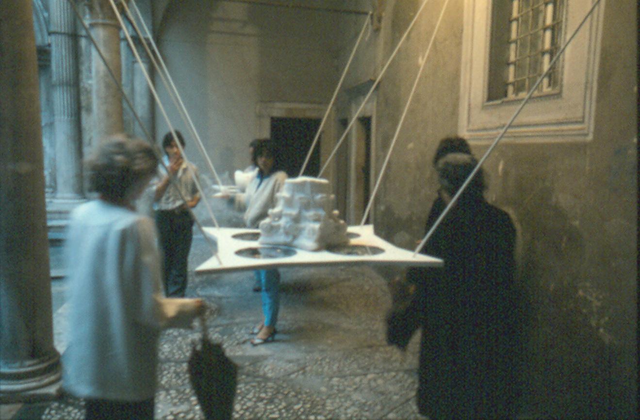 Allestimento di Raul Rodriguez, per la mostra di Gabriella Celaia, nella sede di Palazzo Carli Benedetti (sec. XV), in via Acursio, L'Aquila