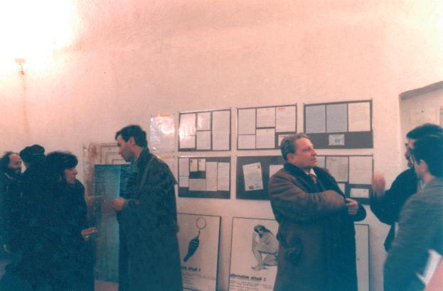 Enrico Crispolti sulla destra