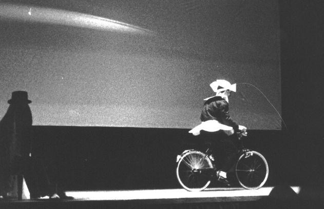 Performance sulla proiezione di film di Bunuel, a cura di Enrico Sconci