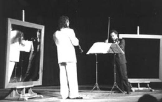 """Performance """"Sinfonia specchiante"""" con gli specchi di Michelangelo Pistoletto"""