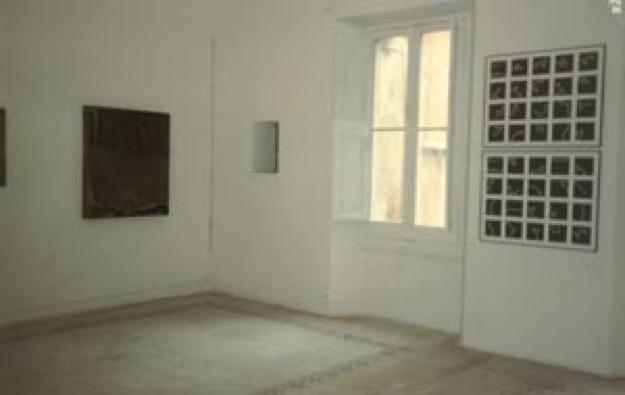 Sulla destra opera di Piero Mottola nelle sale del Muspac