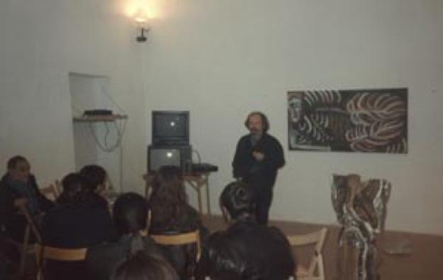 Lo scultore Pasquale Liberatore apre con una conferenza l'inaugurazione della sua mostra
