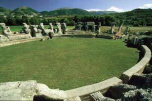 Teatro romano di Amiternum, L'Aquila