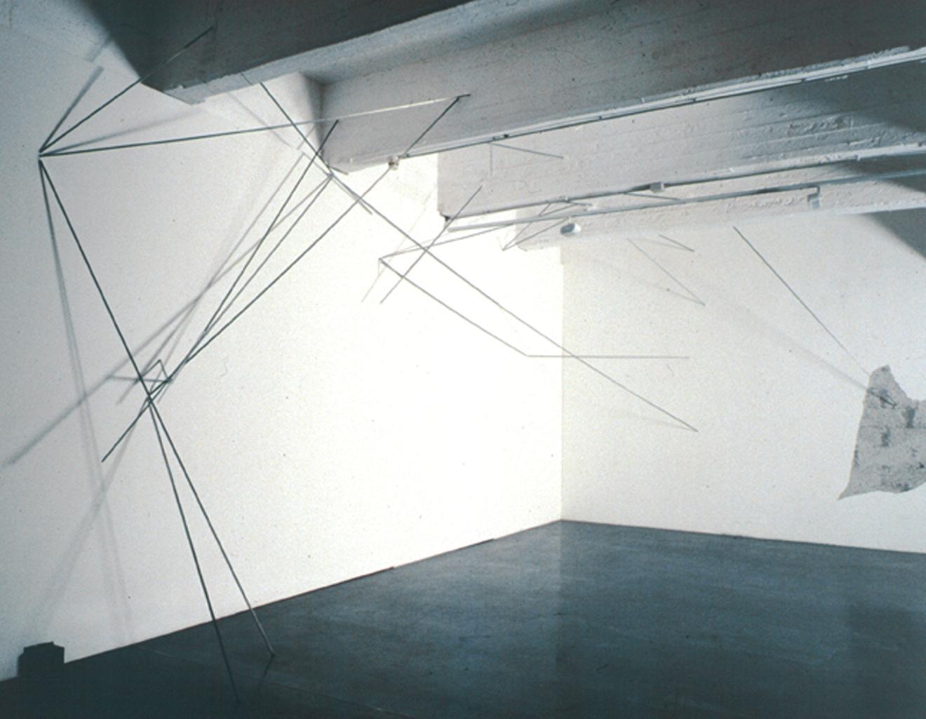 """""""Percorsi Possibili"""", particolare dell'installazione. Ferro zincato nel muro Bianco, 1997"""