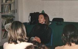 """Rita Salvatore durante la presentazione del libro """"La fila: un sistema al femminile"""""""