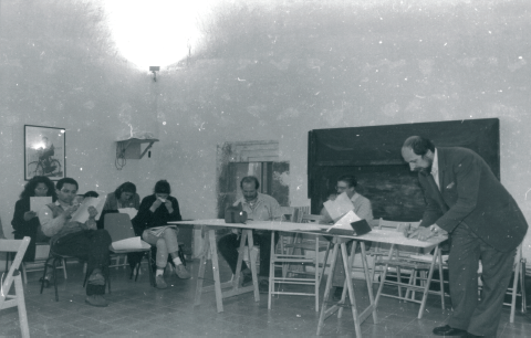 """Albert Mayr in un laboratorio seminariale al Centro Multimediale """"Quarto di Santa Giusta"""" nel 1989"""