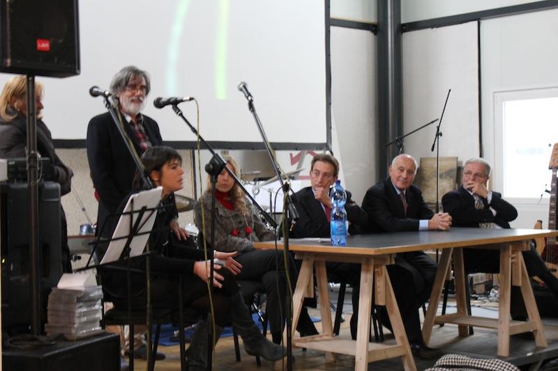 Conferenza di presentazione con Martina Sconci, Paola di Salvatore Assessore della Cultura della Regione Abruzzo e Massimo Cialente