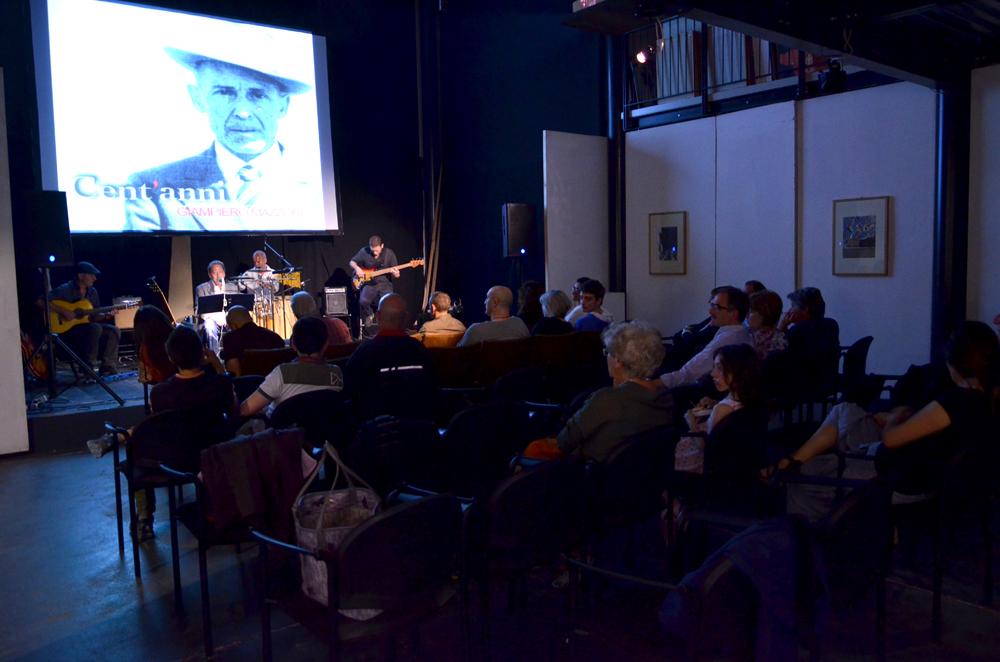 Giampiero Mazzone durante il concerto e il pubblico