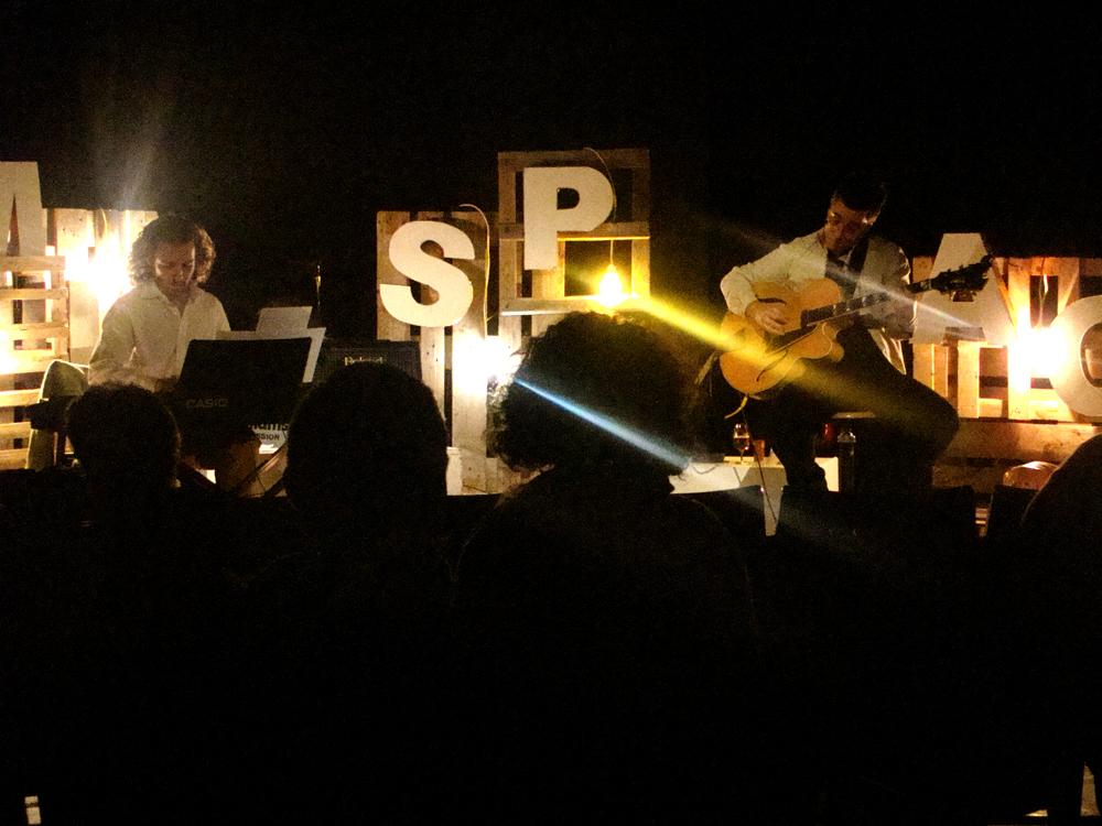 Emmanuel Losio alla chitarra e Marco Silvi al pianoforte