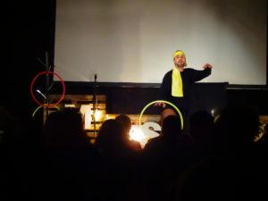 Daniele Parisi durante lo spettacolo
