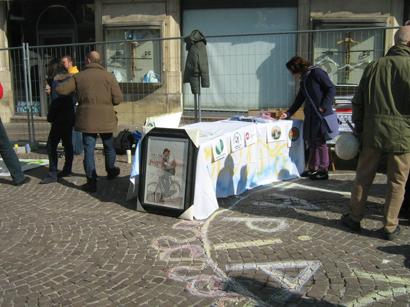 foto L'Aquila manifestazione a Piazza Palazzo 12 marzo 2010 034
