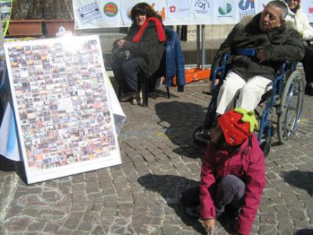 foto L'Aquila manifestazione a Piazza Palazzo 12 marzo 2010 046