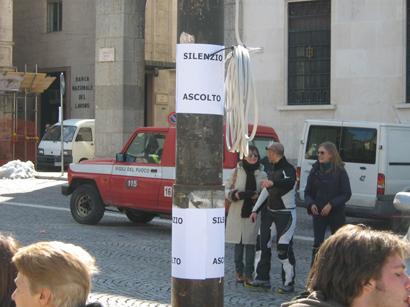 foto L'Aquila manifestazione a Piazza Palazzo 12 marzo 2010 062