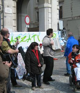 foto L'Aquila manifestazione a Piazza Palazzo 12 marzo 2010 077