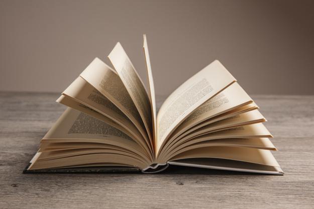 composizione-libro-con-libro-aperto_23-2147690555